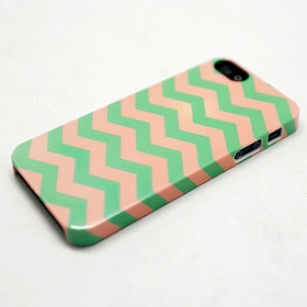 "Чехол для iPhone 5/5s ""Zigzag Green & Pink"""